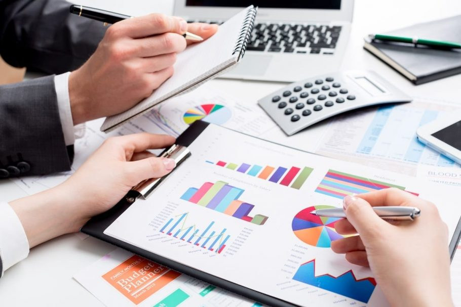 How much do accounting services cost in the UK